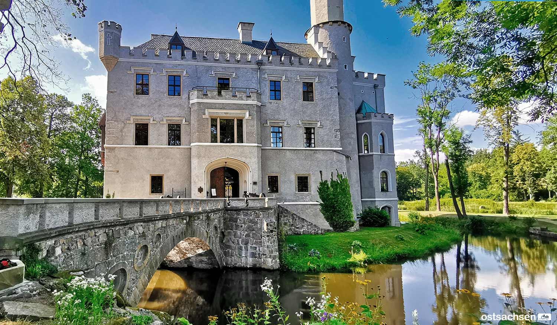 1-Zamek-Karpniki-Schloss-Fischbach-eingang