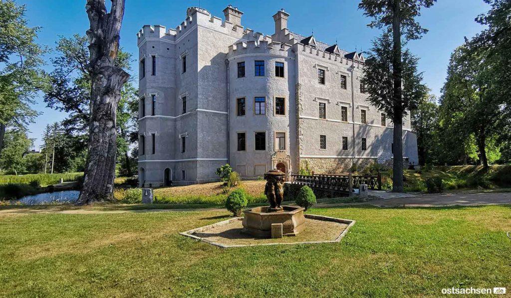1 Zamek Karpniki Schloss Fischbach hinten