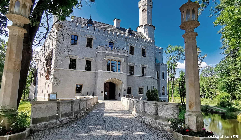 1-Zamek-Karpniki-Schloss-Fischbach-schlossbruecke