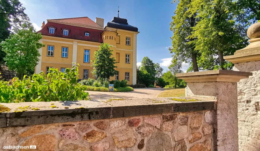 Schloss Lomnitz Hirschberg eingang