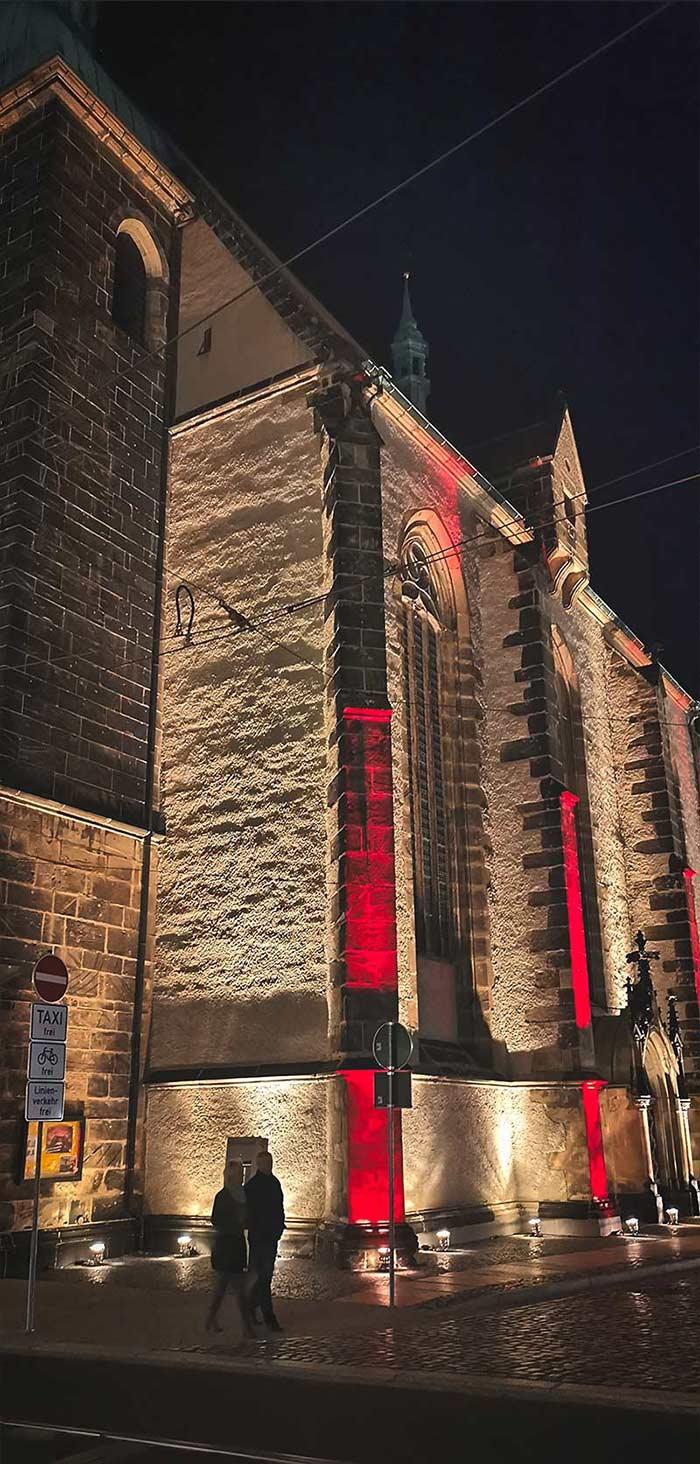 Frauenkirche-nachts-beleuchtet