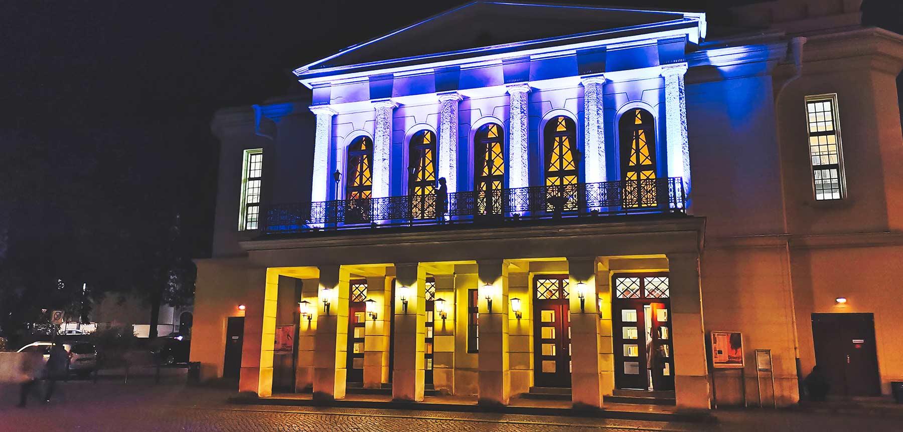 theater-goerlitz-bei-nacht-beleuchtet