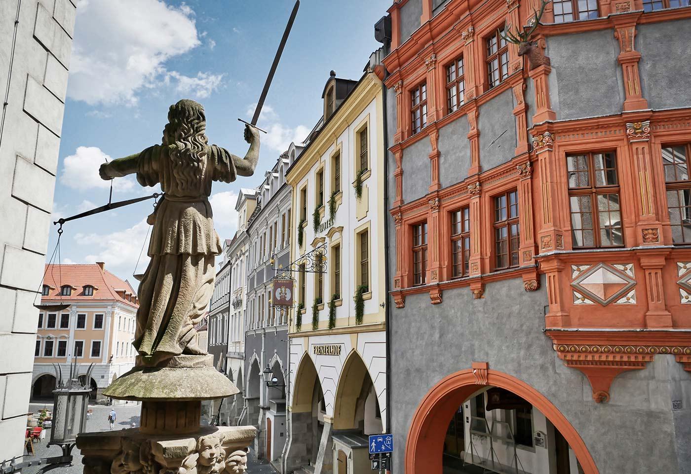 Rathaustreppe mit der Justitia in Görlitz