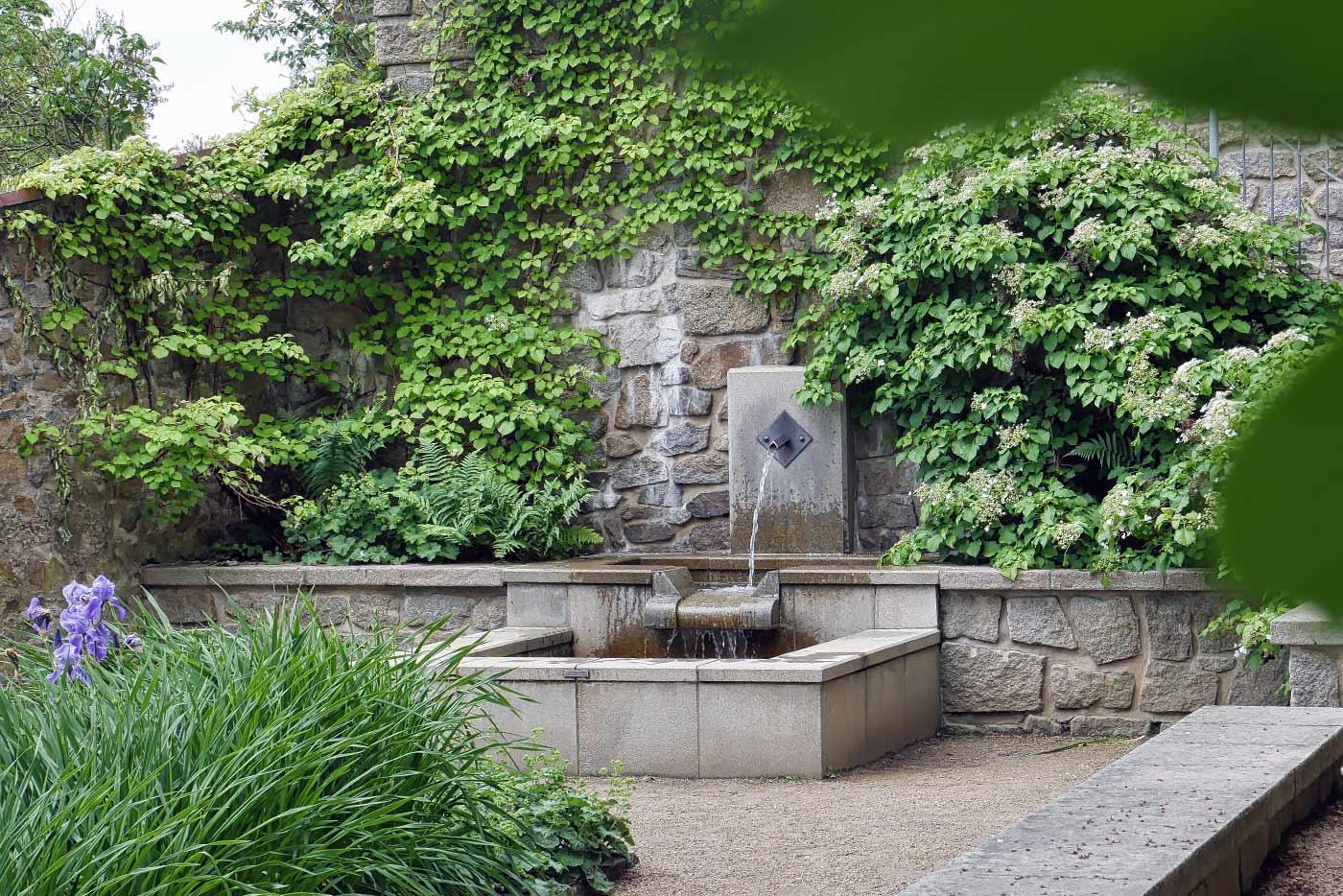 Nikolaizwinger Brunnen park