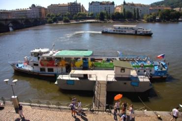 Prag: Bootsfahrt zum Zoo und Ticket