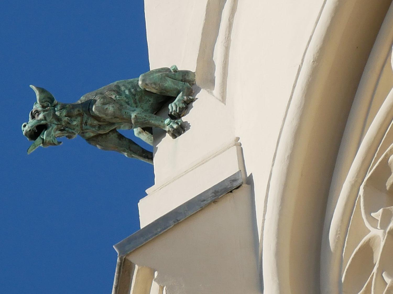 Sakrale Details turm der peterskirche